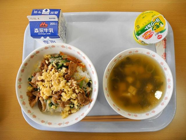 Шкільні обіди, як частина навчання: як харчуються діти в японських школах (ФОТО)