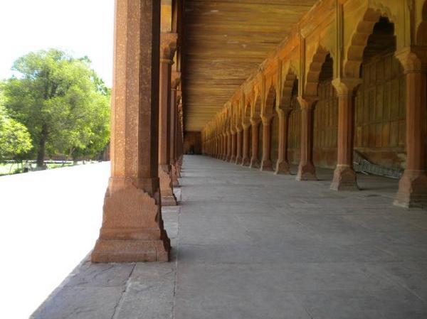Колонний фасад храму Хамаян. Фото: Наталя ОР'ЄН /Велика Епоха