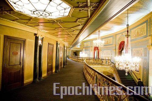 Старовинне розкішне планування оперного театру (Detroit Opera House) Детройта, який зі своїми гастролями відвідав творчий колектив «Шеньюн». Фото: Велика Епоха