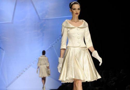 Коллекция женской одежды от голландского дизайнера Адди Ван Ден (Addy Van Den), представленная 29 января на показе мод в Риме. Фото: ANDREAS SOLARO/AFP/Getty Images