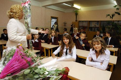 Перший урок та урочисті лінійки у новому навчальному році відбулися в суботу, 1 вересня. Фото: Володимир Бородін/Велика Епоха