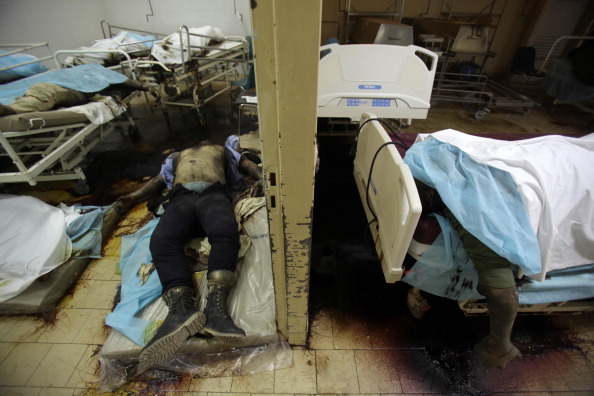 Командою з Міжнародного комітету Червоного Хреста було знайдено 80 трупів. Фото: Patrick Baz / Getty Images