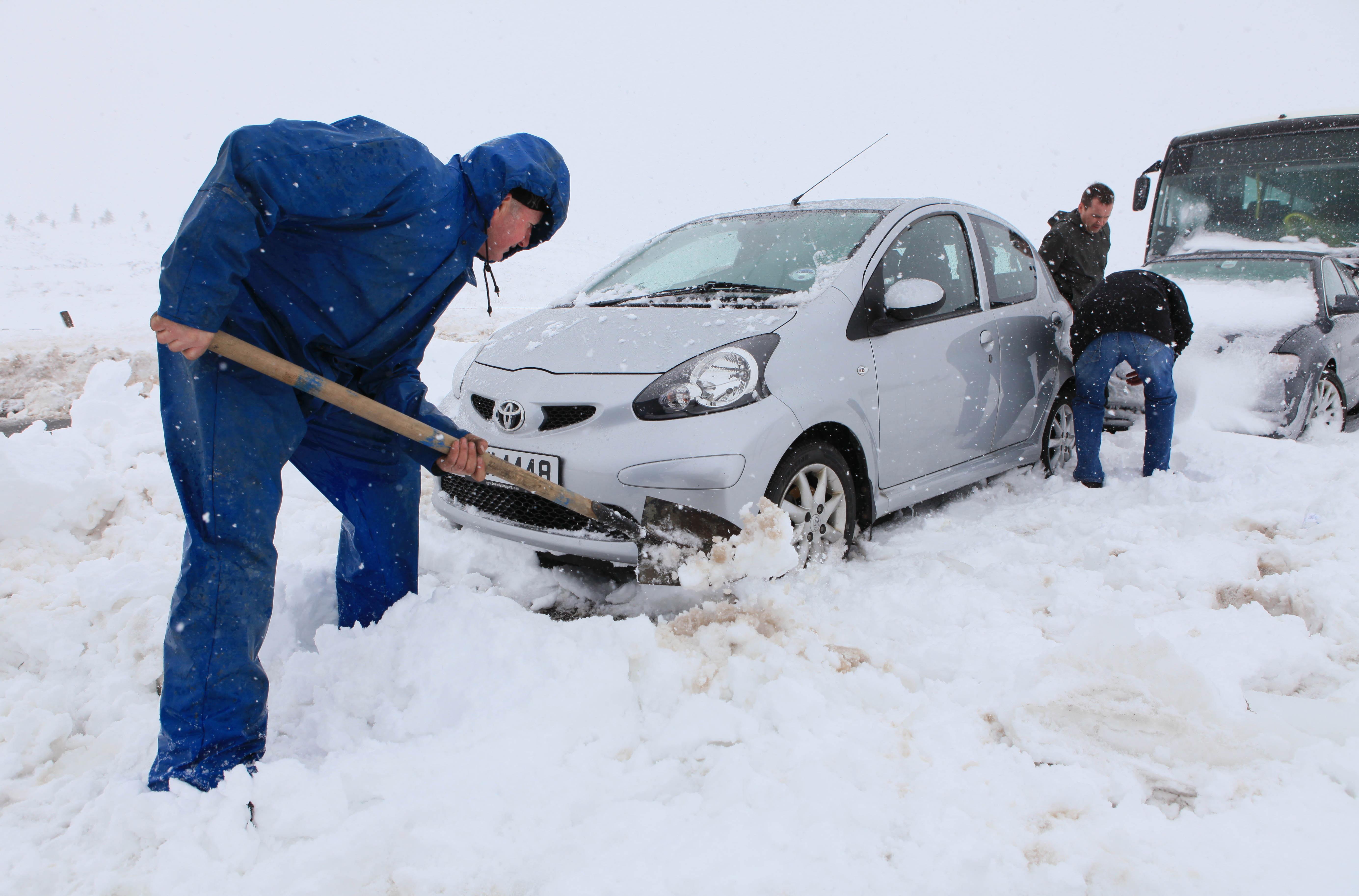 Крым парализовала сильнейшая снежная буря