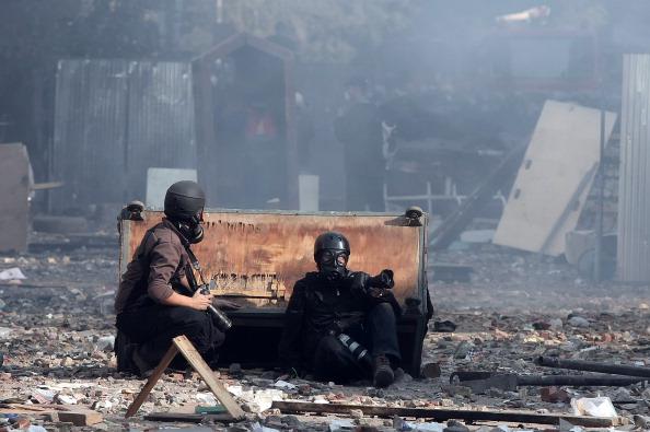 Продолжающиеся пятый день столкновения между антиправительственными демонстрантами и военизированной полицией в центре Каира. Фото: MAHMUD HAMS/AFP/Getty Images