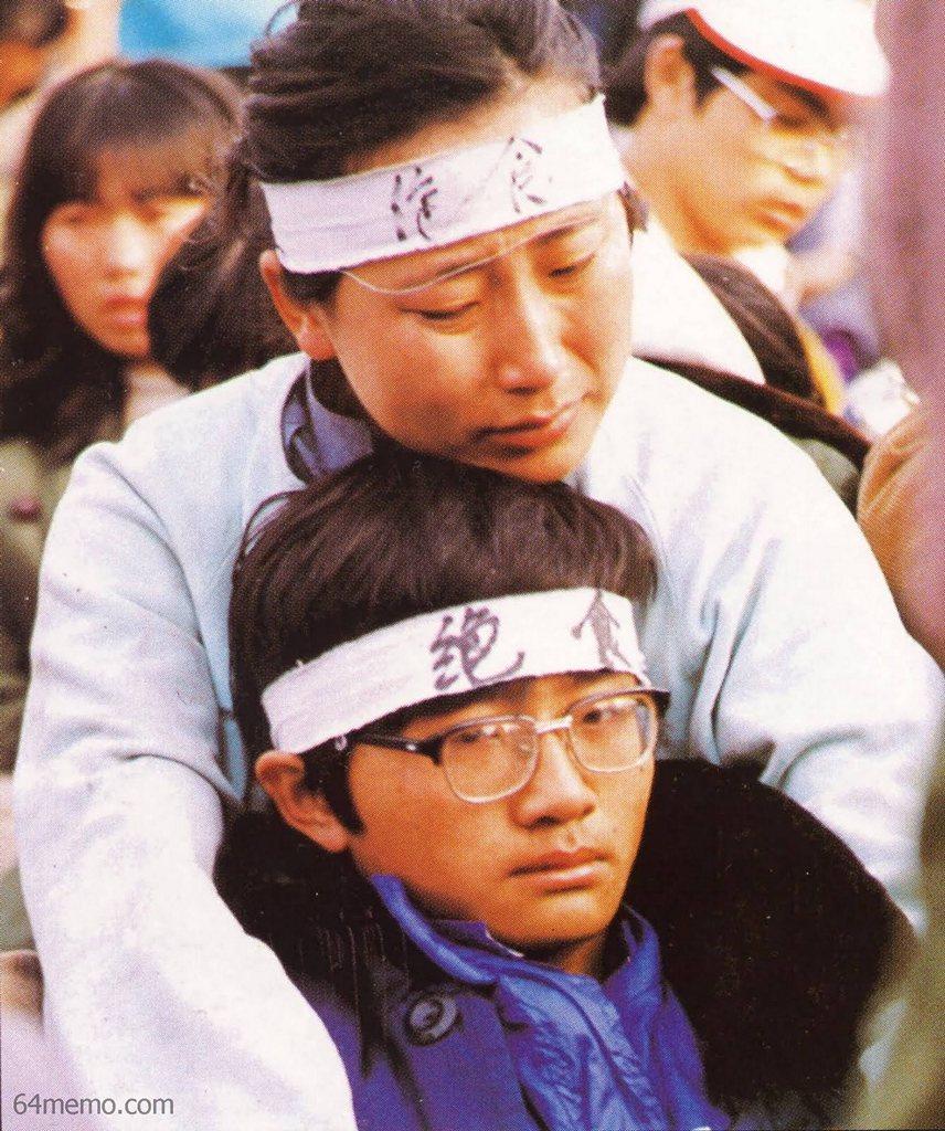 15 мая 1989 г. Мать вместе со своим сыном голодает в знак протеста. Фото: 64memo.com