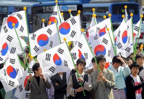 Студенты Южной Кореи отметили первое марта как годовщину Движения за независимость. Фото: Jung Yeon-Je/AFP/Getty Images