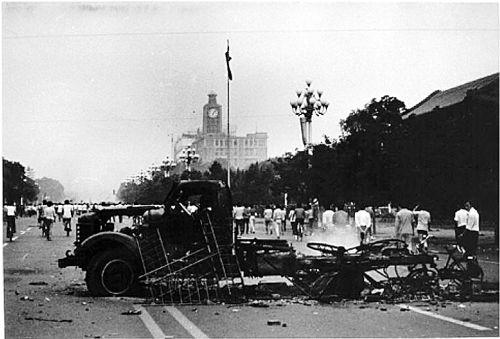 Кровавое подавление протеста студентов на площади Тяньаньмэнь 4 июня 1989 года.