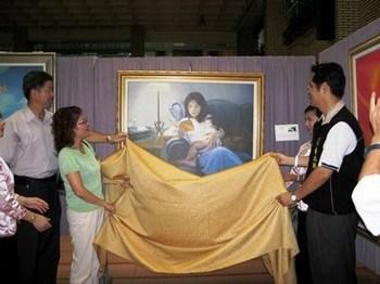 Почётные гости открывают выставку «Истина-Доброта-Терпение». 2 августа. Тайвань. Фото: The Epoch Times