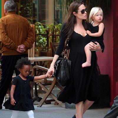 Анджелина Джоли, Захара и Шайло Джоли-Питт. Фото с glianec.com.ua