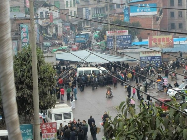 Протест проти насильницького переселення. Провінція Юньнань. Китайська Народна Республіка. Березень 2011 р. Фото: epochtimes.com