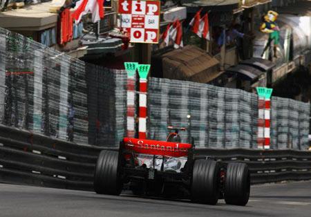 Монте-Карло, МОНАКО: Іспанський водій 'Макларен' Фернандо Алонсо (Fernando Alonso ) під час гонок. Фото: Clive Mason/Getty Images