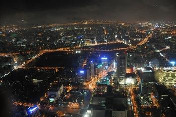 Ночной Тайбэй, вид со 101 этажа. Фото: Владо Ботка.