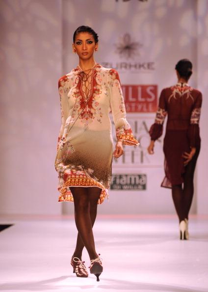 Показ колекції від Раджіп і Нареш Шоха (Rajdeep and Naresh Chauhan) на Тижня моди в Індії. Фото: RAVEENDRAN / AFP / Getty Images