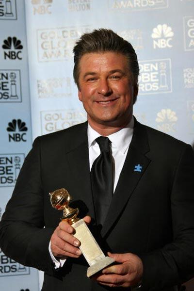 Алік Болдуін (Alec Baldwin) отримав нагороду в номінації 'Кращий актор у телевізійному серіалі - мюзикл або комедія' за роль у фільмі '30 Rock' (2006). Фото: Bob Long/HFPA via Getty Images
