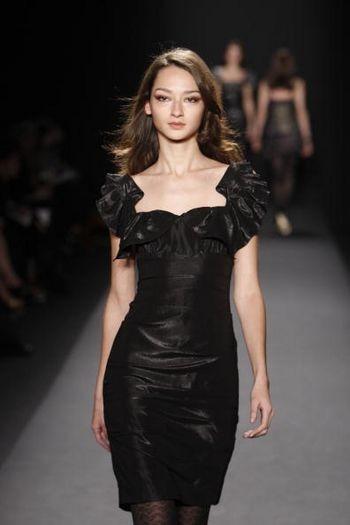 Колекція жіночого одягу осінь 2008 від Ніколь Міллер (Nicole Miller) на тижні моди від Mercedes-Benz в Нью-Йорку. Фото: Frazer Harrison/Getty Images