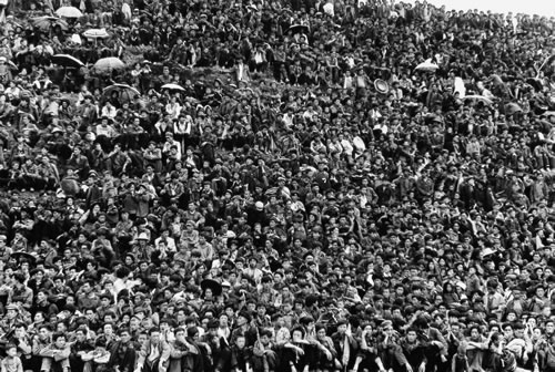 На празднике факелов. Горд Ляншань провинции Сычуань. 1989 год. Фото: Yuan Xuejun