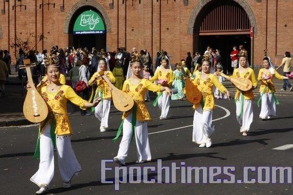 Исполнение танца. Фото: Сун Юе/ The Epoch Times