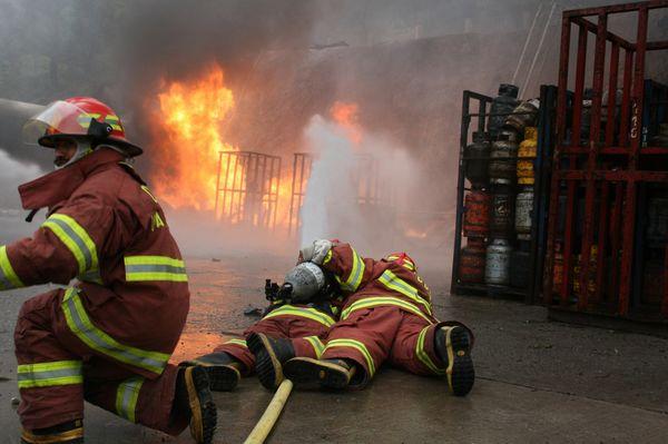 Сильний вибух газу у Гватемалі. Фото: JOSE RODRIGUEZ,EITAN ABRAMOVICH/AFP/Getty Images