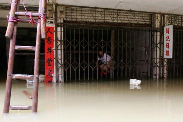 18 червня. Місто Чжаочін провінції Гуандун. Повінь, викликана сильними дощами. Фото: Chan/Getty Images