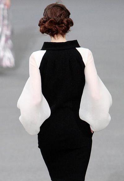Новая женская коллекция от Карла Лагерфельда (Karl Lagerfeld) была показана 3 октября в рамках Недели моды в Париже. Фото: FRANCOIS GUILLOT/AFP/Getty Images