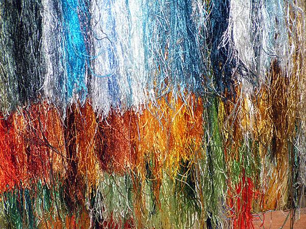 Шелковые нити для вышивки. Фото: eriding.net