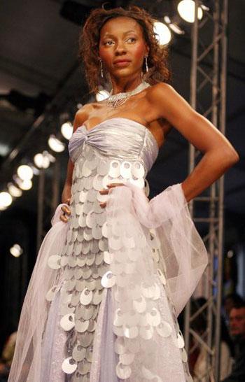 Колекція Zinzi на Тижні моди у Йоханнесбургу (ЮАР). Фото: AFP PHOTO/Paballo Thekiso