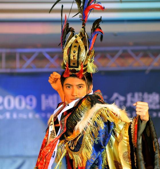 Містер інтернешнл 2009 став студент з Болівії Бруно Кеттелс. Тайбей, Тайвань. Фото: SAM YEH / AFP / Getty Images