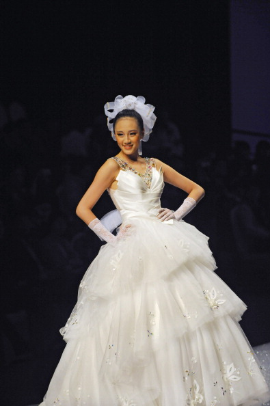 Свадебная коллекция от Tsai Meiyue's на Неделе моды в Пекине. Фото LILIAN WU/AFP/Getty Images