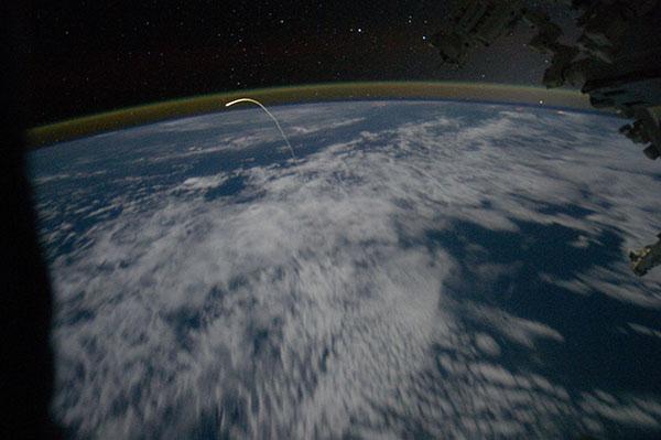 «Атлантіс» відправився додому. Вид із ілюмінатора МКС. Фото: nasa.gov