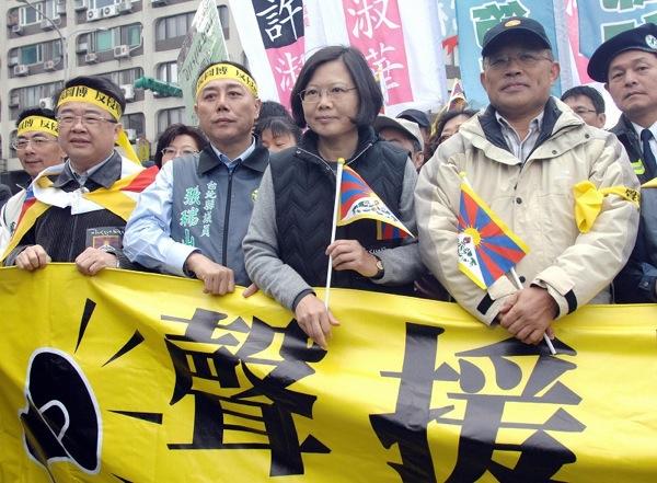 Акция в поддержку тибетцев прошла 14 марта 2009 г. в г. Тайбэй, Тайвань. Фото: PATRICK LIN/AFP/Getty Images