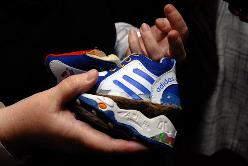Поддельнаядетская обувь. Фото: Владимир Бородин/Великая Эпоха