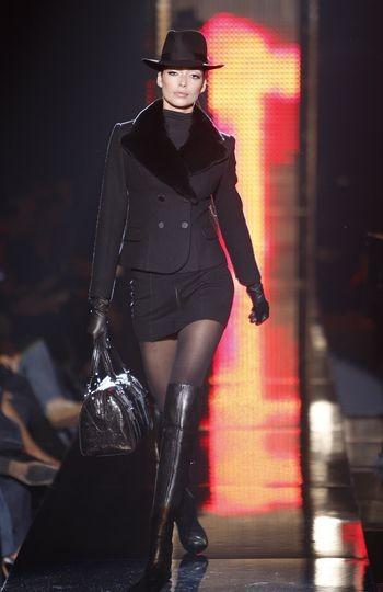 Коллекция женской одежды осень 2008, представленная 2 февраля на неделе моды Mercedes-Benzв в Нью-Йорке. Фото: Frazer Harrison/Getty Images