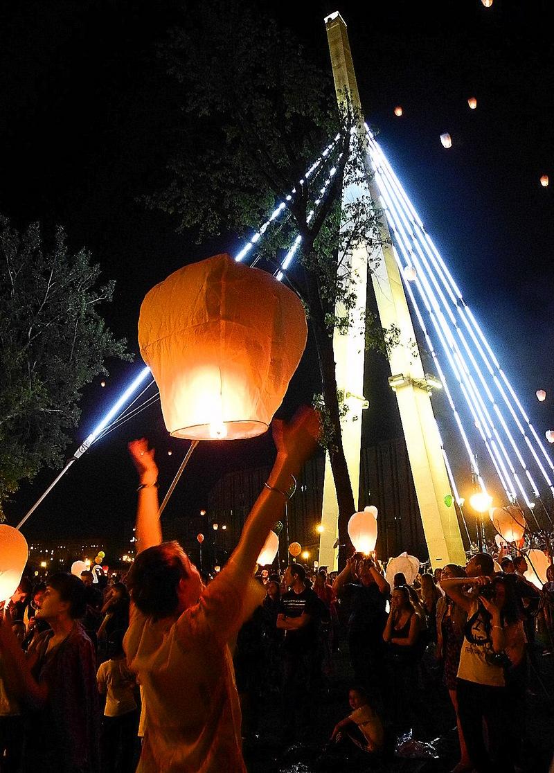 Небесные фонарики осветили небо Харькова. Фото: Алла Лавриненко/EpochTimes.com.ua