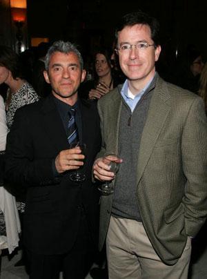 Президент Miramax Films Дэниел Бэттсек ( Daniel Battsek) и автор комедий Стивен Колберт (Stephen Colbert) на вечеринке в Метрополитен Клаб по случаю премьеры фильма 'Мистификация' (The Hoax) . Фото: Peter Kramer/Getty Images
