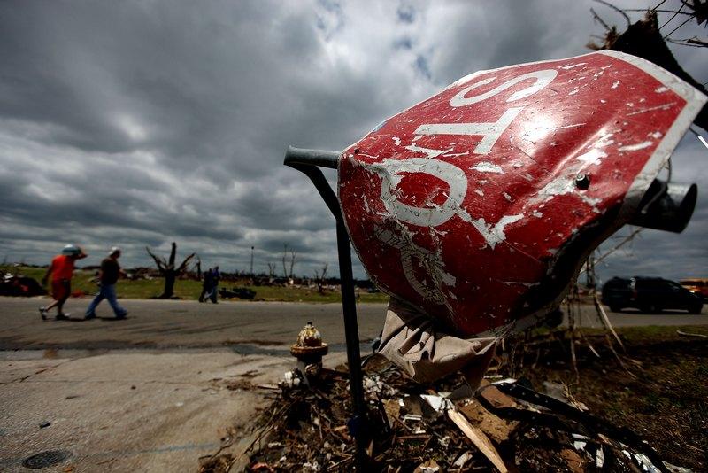 Рукотворним знаком «Стоп» смерч не зупинити. Фото: Mario Tama/Getty Images