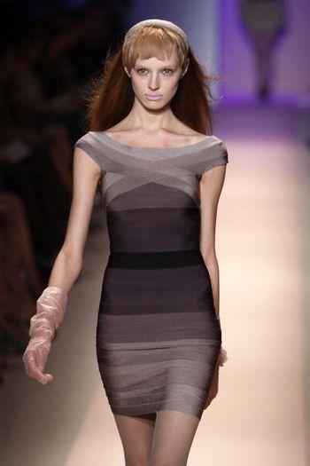Колекція жіночого одягу Herve Leger осінь 2008 від дизайнера Макса Азріа (Max Azria), представлена 3 лютого на тижні моди від Mercedes-Benz в Нью-Йорку. Фото: Frazer Harrison/Getty Images