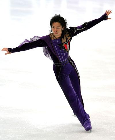 Дайсуке Такахаші (команда Японії) виконує довільну програму. Фото: Koichi Kamoshida/Getty Images