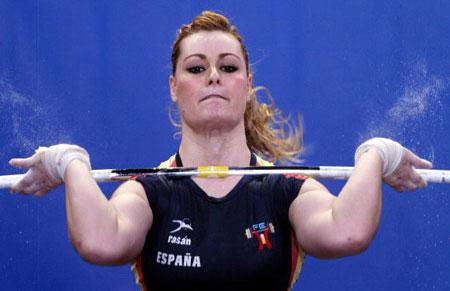 Страсбург, ФРАНЦІЯ: Lidia Valentin з Іспанії під час змагань у ваговій категорії 75 кг на чемпіонаті Європи з важкої атлетики. Фото: OLIVIER MORIN/AFP/Getty Images