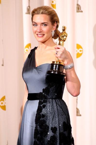 Кейт Уинслет получила статуэтку как лучшая актриса за роль в фильме 'Чтец'. Фото: Jason Merritt/Getty Images
