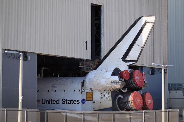 Перевезення шатла «Атлантіс» з ангара в будівлю вертикальної збірки. Фото: Joe Raedle/Getty Images