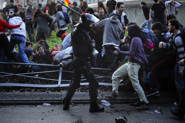 Масовий страйк в Іспанії закінчилася зіткненнями і підпалами