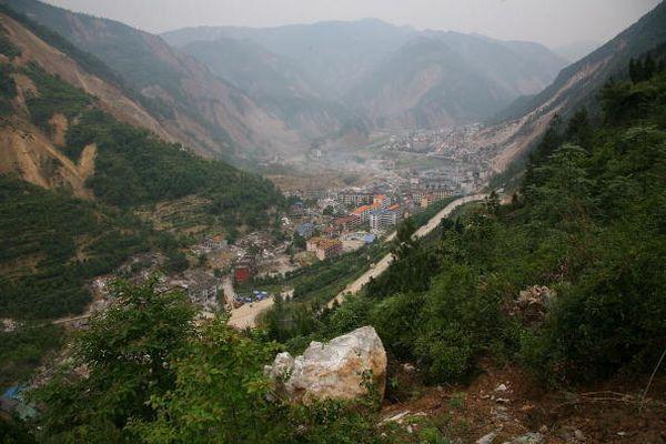 27 мая, уезд Бэйчуань провинции Сычуань. От землетрясения пострадали десятки тысяч домов. Фото: MN Chan/Getty Images