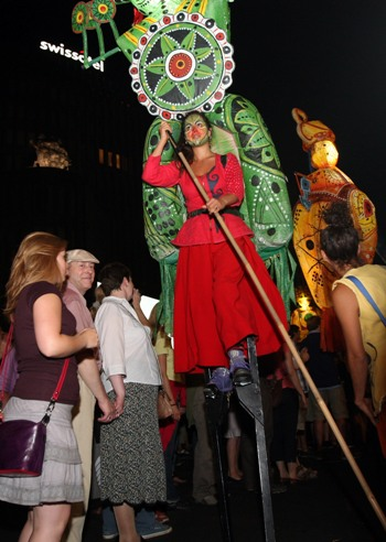 Вулична вистава на бульварі Курфюрстендамм. Фото: Adam Berry / Getty Images