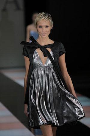 Джорджио Армани (Giorgio Armani): женская коллекция ready-to-wear осень-зима 2007. Фото: Giuseppe Cacace/Getty Images