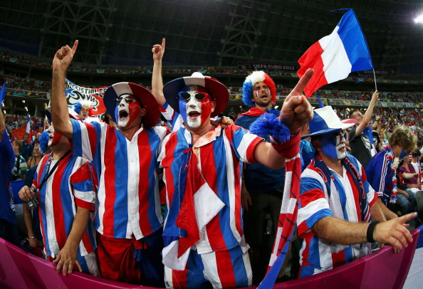 Донецк — 23 июня: сектор французских болельщиков на матче между Испанией и Францией. Фото: Alex Livesey/Getty Images