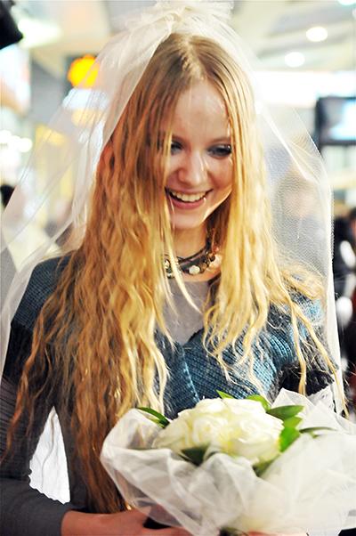 Жартівливе весілля відбулося в День святого Валентина у Києві 14 лютого 2011 року. Фото: Володимир Бородін/The Epoch Times Україна