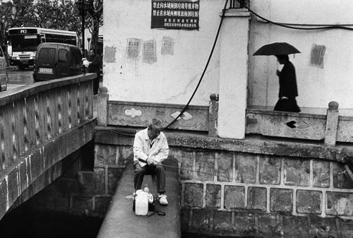 Рыбак. Горд Шанхай. 2000 год. Фото: Lu Yuanmin