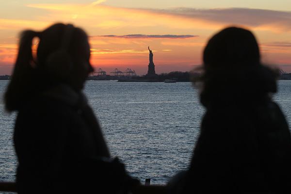 Десяте місце в рейтингу найщасливіших країн світу зайняли США. Фото:Photo by Mario Tama/Getty Images