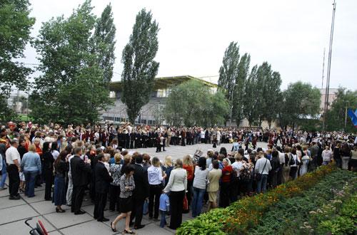 Первый урок и торжественные линейки в новом учебном году состоялись в субботу, 1 сентября. Фото: Владимир Бородин/Великая Эпоха