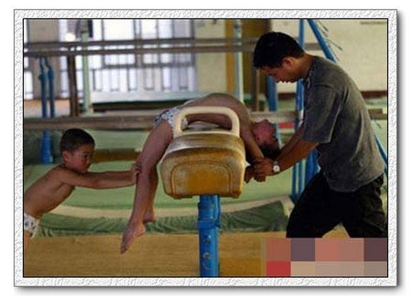 Нелегкі тренування майбутніх китайських чемпіонів. Фото з secretchina.com